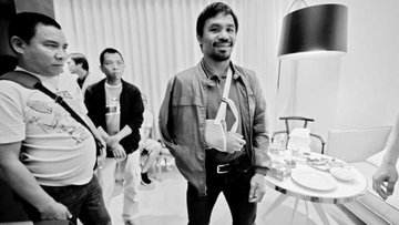 INJURED. Manny Pacquiao failed to disclose his shoulder injury in a form required on the eve of his fight with Floyd Mayweather.